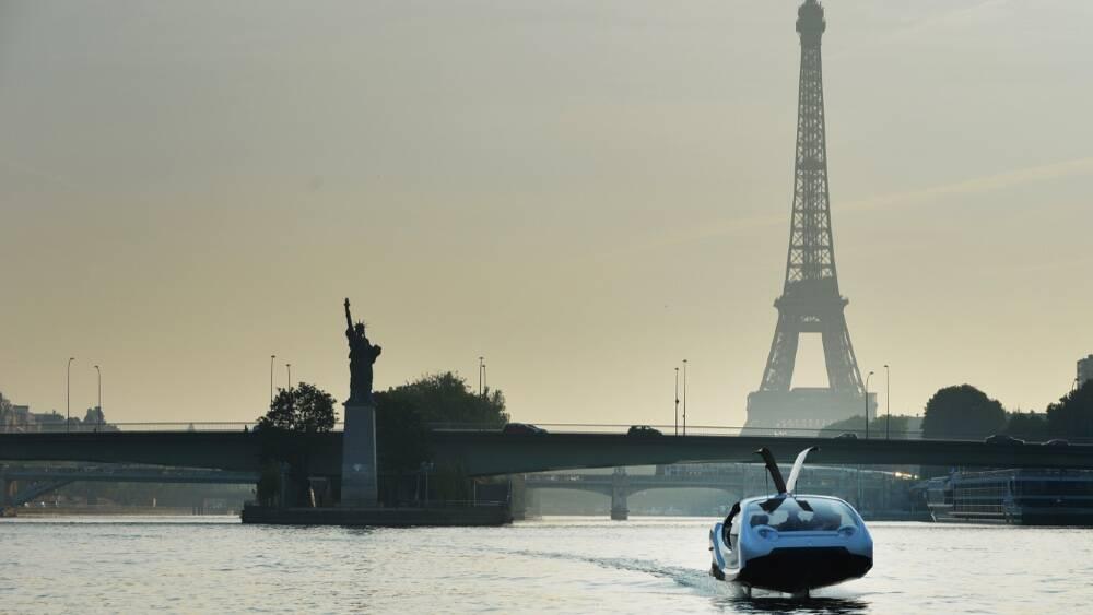 Táxi aquático elétrico é testado em Paris