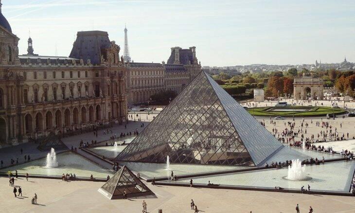 Museu do Louvre reabre ao público em Paris