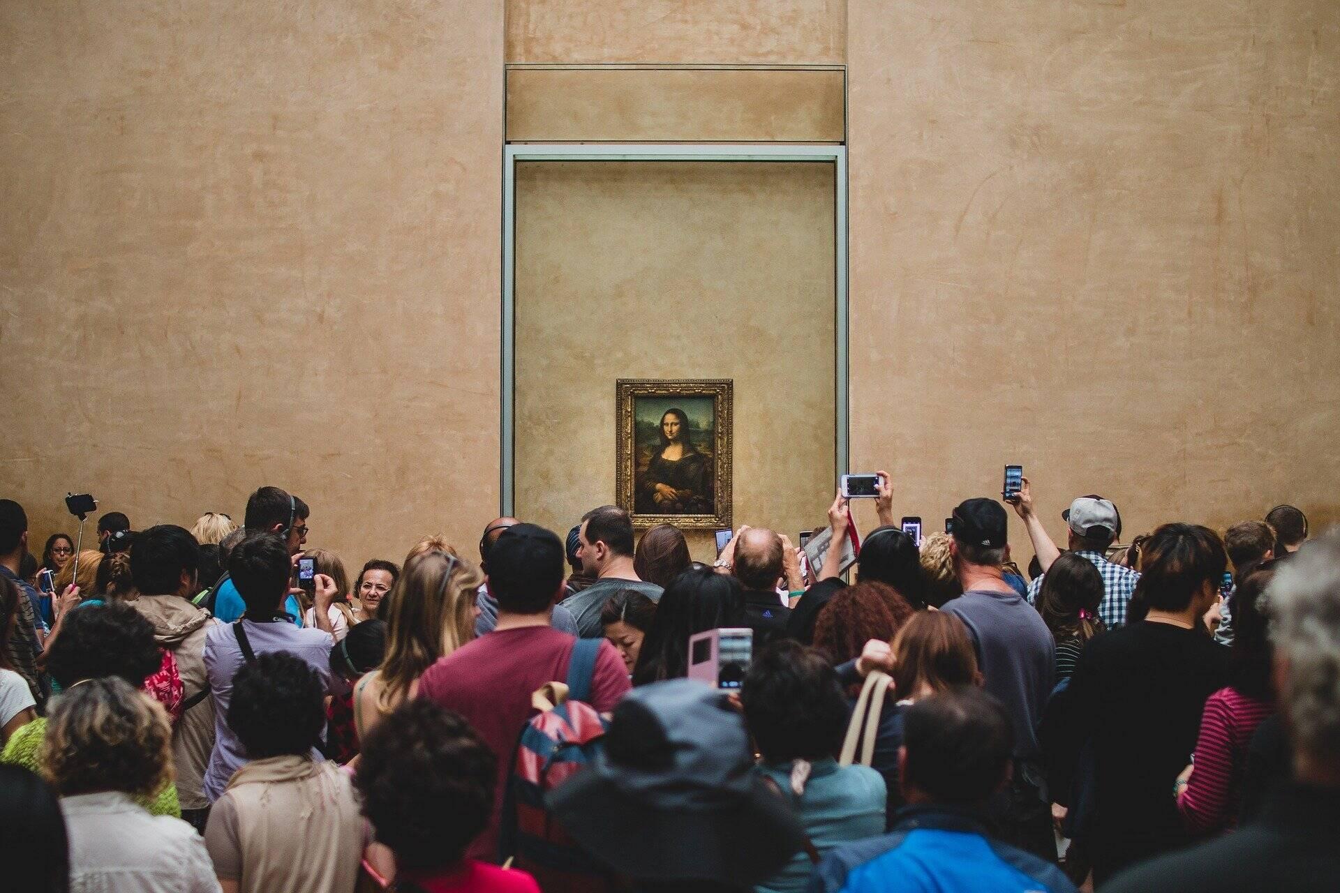 """Museu do Louvre reabre ao público sem multidão para ver a """"Mona Lisa"""""""