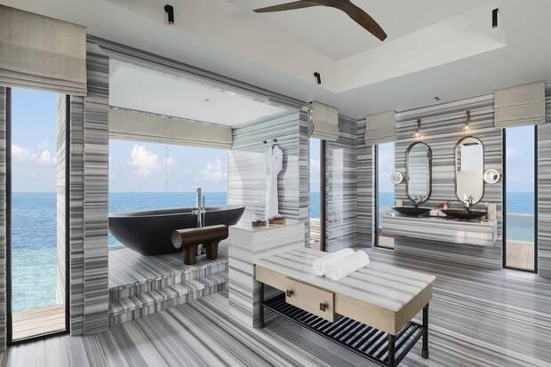 Conheça o resort com diárias de até R$ 140 mil nas Maldivas onde Alessandra Ambrosio está hospedada