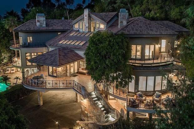 Conheça a mansão de R$ 25 milhões da cantora Selena Gomez