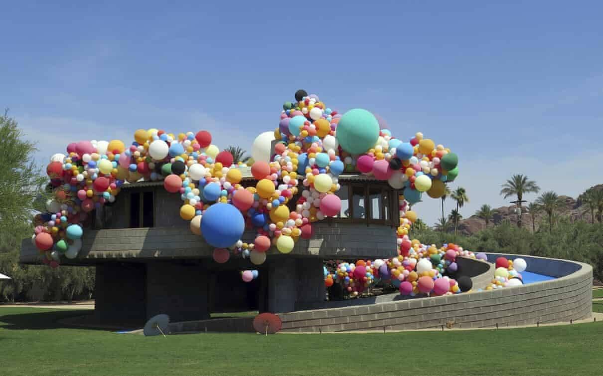 A casa em espiral coberta de balões/Foto: AP