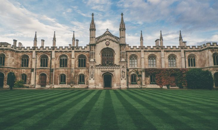 Clube de elite da Universidade de Cambridge pede R$ 350 mil a ex-alunos para sobreviver à crise