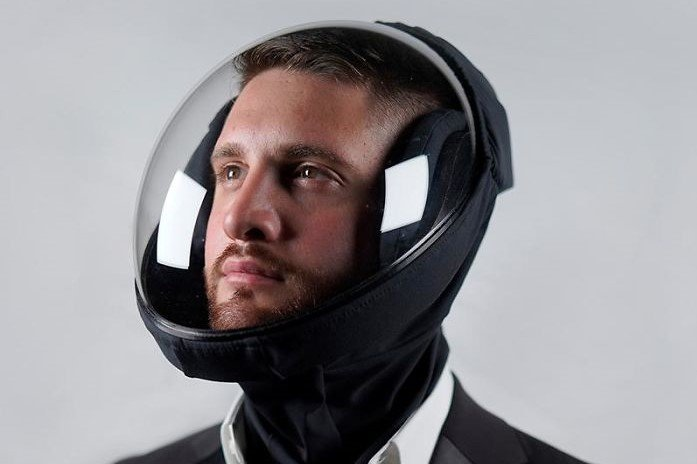 Capacete estilo astronauta contra Covid-19 gera polêmica na internet