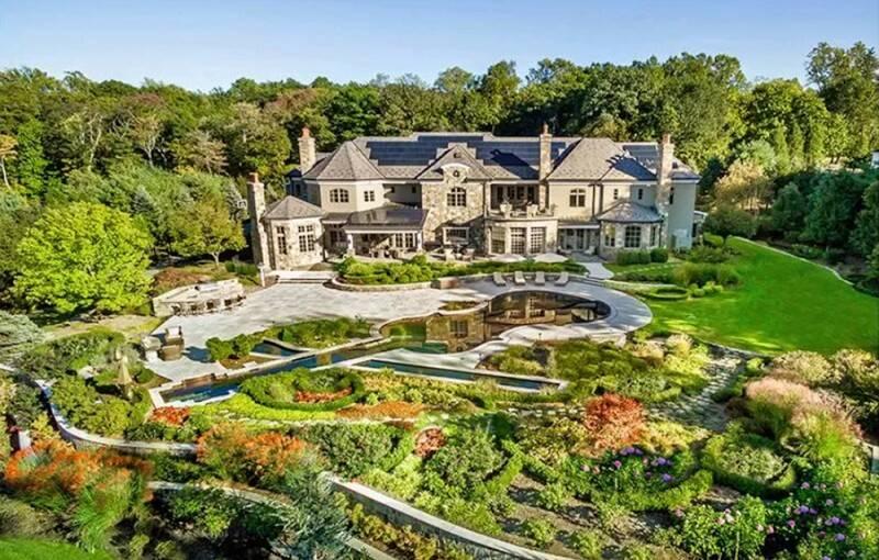 Mariah Carey passa quarentena em mansão com piscina de R$ 5,4 milhões