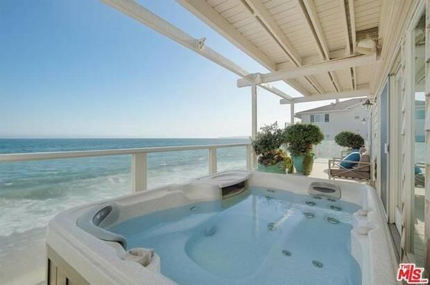Jennifer Lopez dá desconto de R$ 6 milhões na venda de mansão à beira-mar; veja fotos