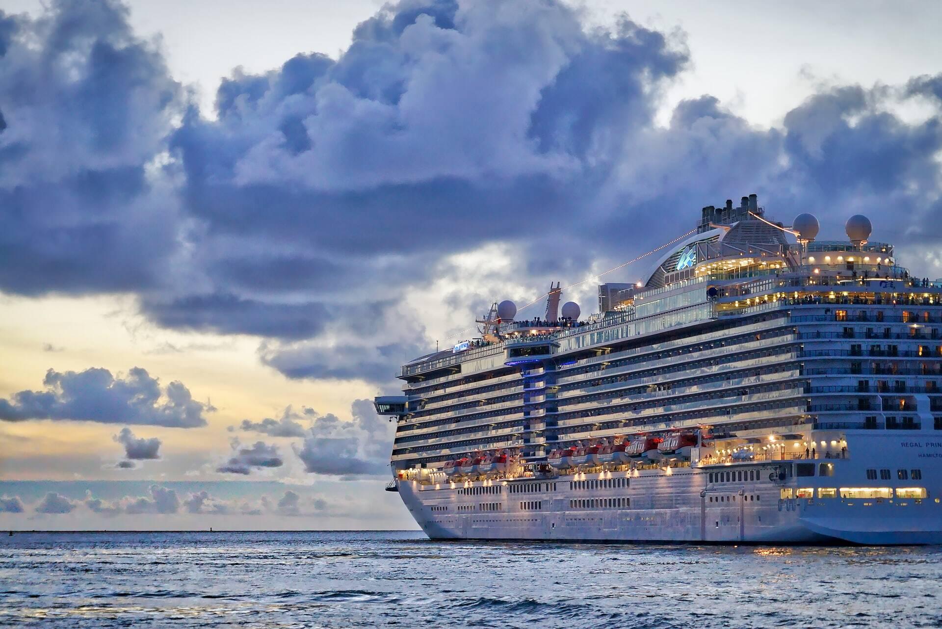 Cruzeiro da Singapura inaugura viagens 'sem destino'