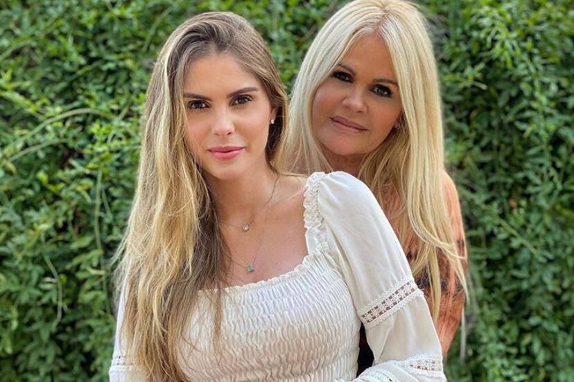 Monique Evans visita sua filha Bárbara e se impressiona com closet