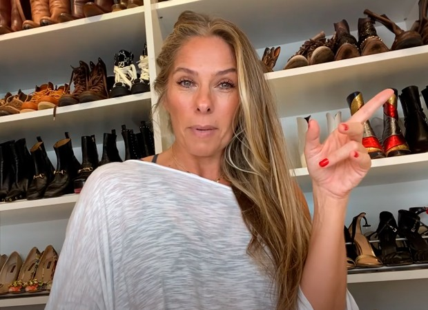 Adriane Galisteu abre closet e diz que vai desapegar de mil peças