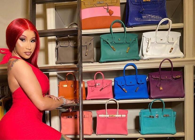 Cardi B impressiona ao mostrar coleção de bolsas Hermès