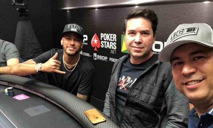 Bicampeão Mundial, Rogerio Siqueira ganha a admiração de famosos e joga torneios com Neymar. Foto: Divulgação
