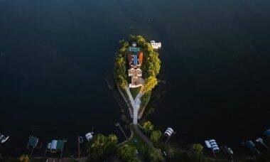 Mansão em ilha particular. Fotos: Divulgação/Realtor.com