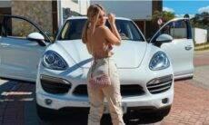 Viih Tube abastece seu Porsche. Fotos: Reprodução/Instagram