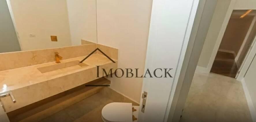 Um dos banheiros da cobertura de Mayra Cardi. Fotos: Reprodução/Imoblack
