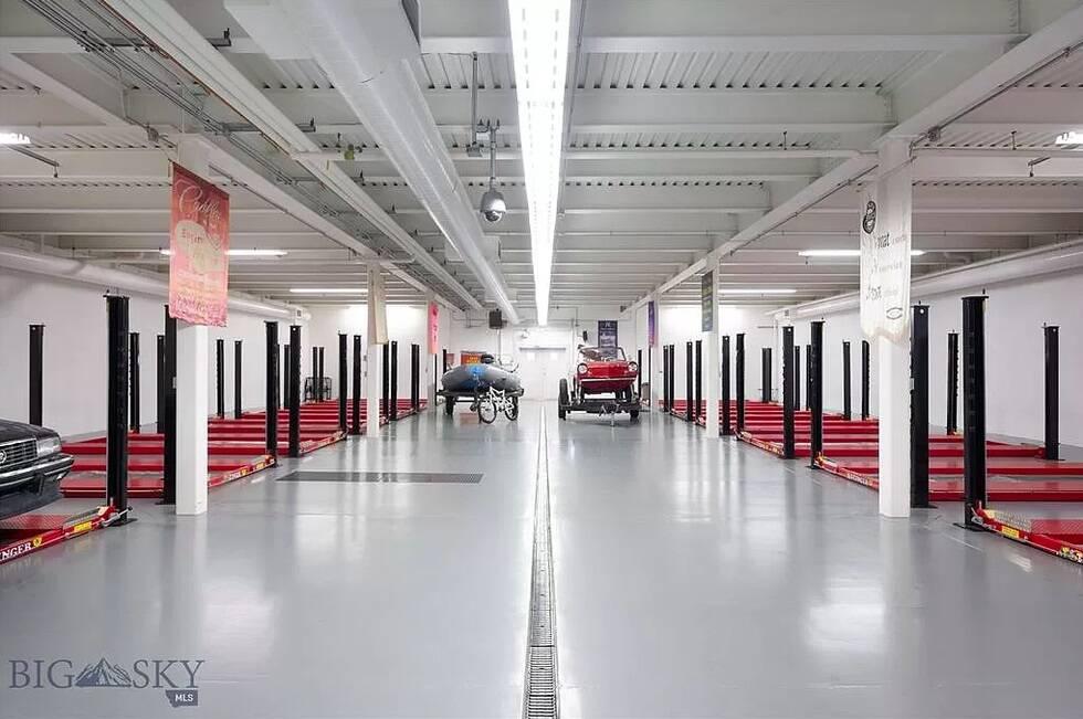 Mansão com garagem para 50 carros. Fotos: Reprodução/Big Sky Country MLS/Zillow