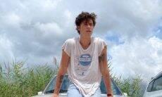 Sem camisa, Shawn Mendes posa em ilha paradisíaca na Espanha