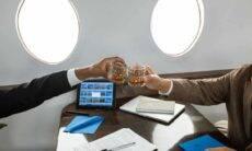 American Airlines estende proibição de bebidas alcoólicas no serviço de bordo. Foto: RodnaeProductions