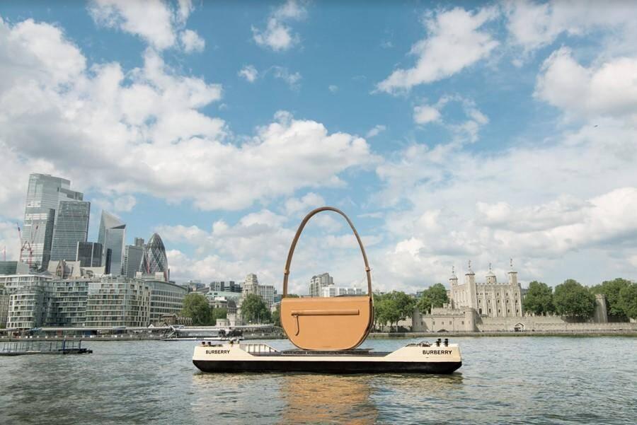 Bolsa gigante da Burberry para promover lançamento da Olympia. Fotos: Divulgação/Burberry