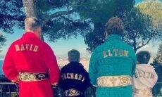 Elton John e família usam roupão Versace. Foto: Reprodução/Instagram