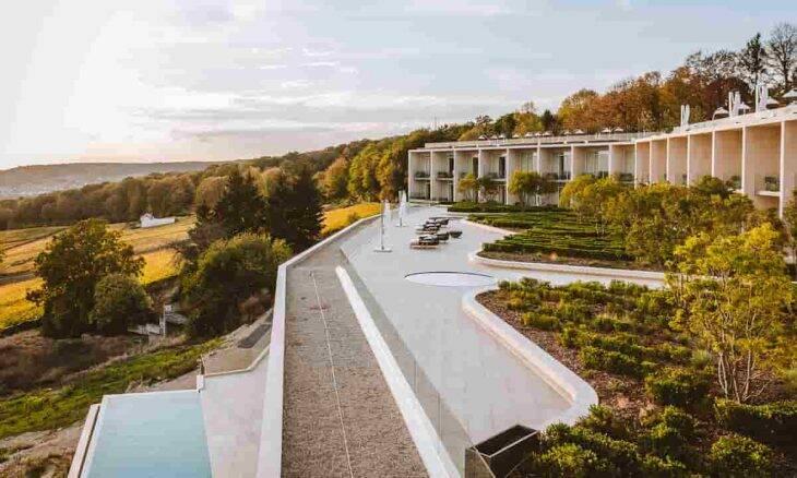 Hotel luxuoso em Champagne, na França, lança experiência para você viver como James Bond. Fotos: Divulgação/ Royal Hotel Champagne
