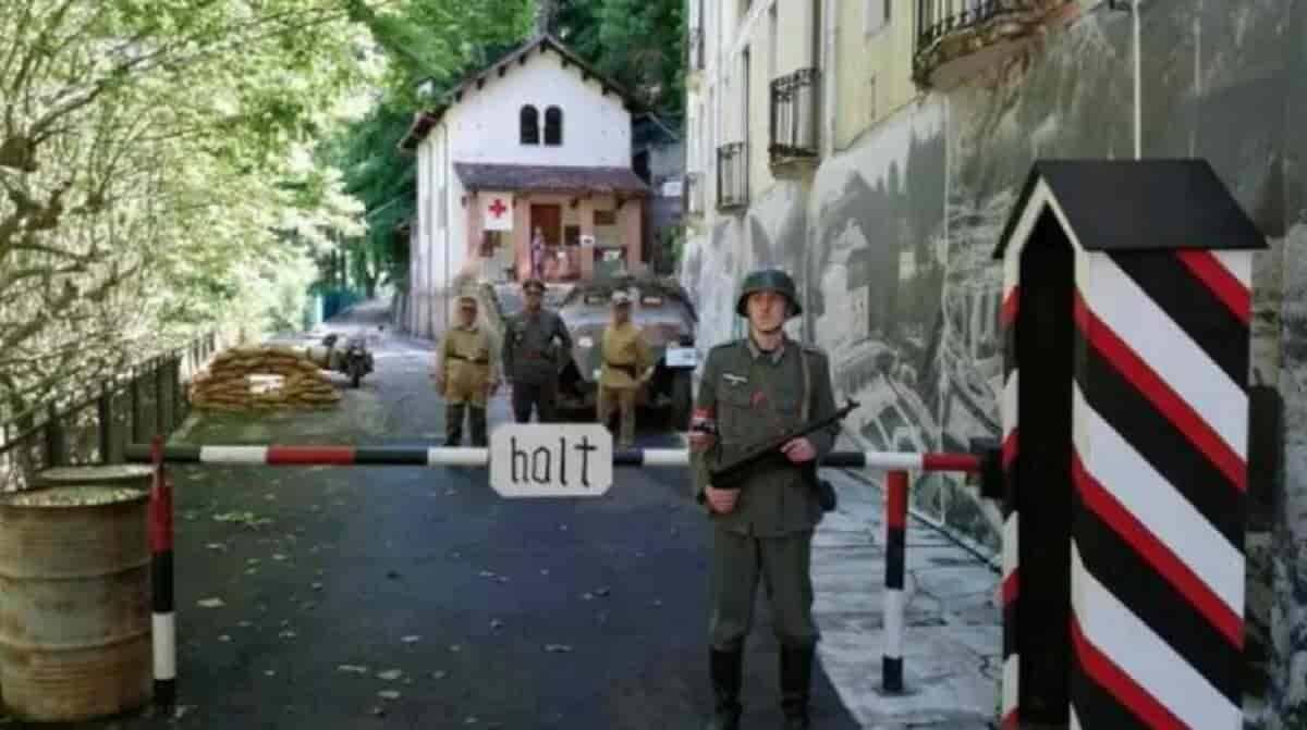 Foto compartilhada na página do governador Luca Zaia, em bunker da Segunda Guerra Mundial. Imagem: Reprodução/Facebook