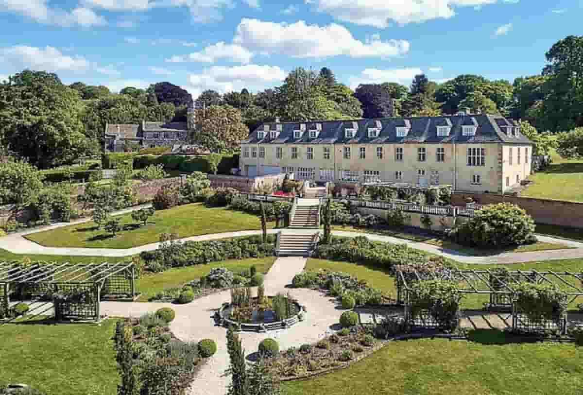 mansão de Robbie Williams que está à venda por quase R$ 50 milhões. Fotos: Divulgação/ Knight Frank