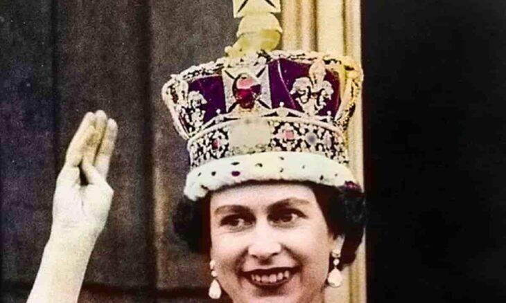 Diamante da coroa da Rainha Elizabeth II é amaldiçoado. Foto: Reprodução | Grenville Collins Postcard Collection / Mary Evans Picture Library / East News