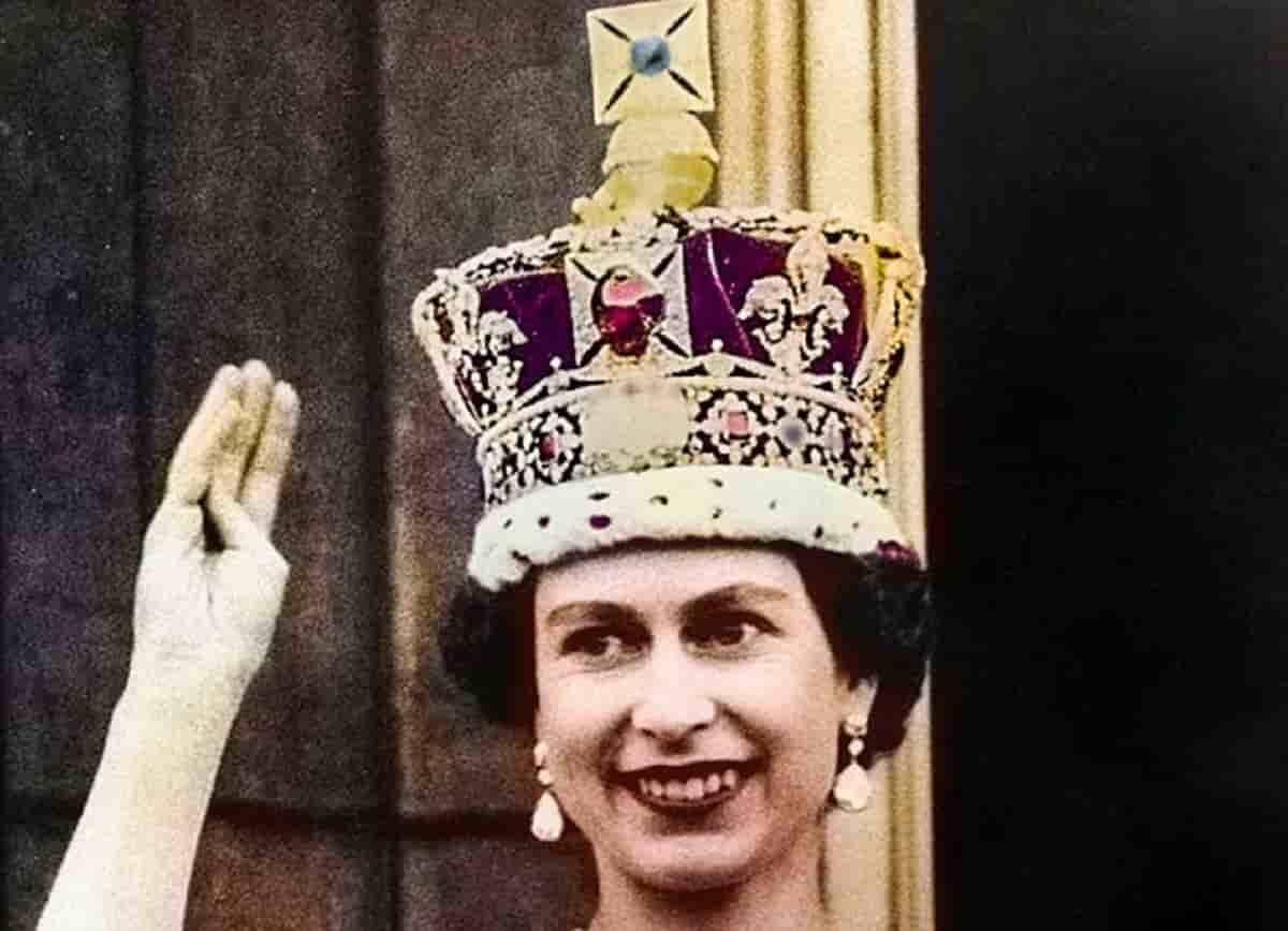 Diamante da coroa da Rainha Elizabeth II é amaldiçoado. Foto: Reprodução   Grenville Collins Postcard Collection / Mary Evans Picture Library / East News