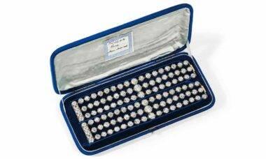 Par de braceletes com diamantes de Maria Antonieta. Foto: Divulgação/ Christie's